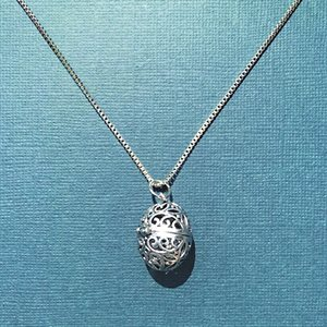 Silver Chain With Oval Diffuser Pendant